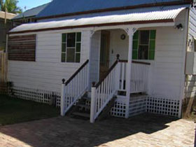 A Pine Cottage - Australia Accommodation