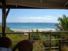 Claytons on Cylinder Beach Front Apartments - Australia Accommodation