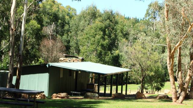 Blue Range Hut - Australia Accommodation