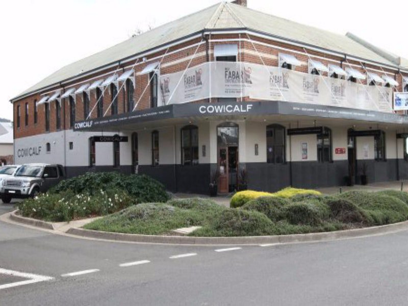 Cow and Calf Hotel - Australia Accommodation
