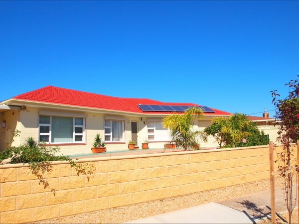 Christies Cottage for holidays and relocations. - Australia Accommodation