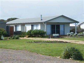 Coorong Waterfront Retreat - Australia Accommodation