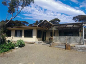 Loverings Beach House - D'estrees Bay - Australia Accommodation