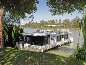 Boats and Bedzzz - The Murray Dream self-contained moored Houseboat - Australia Accommodation