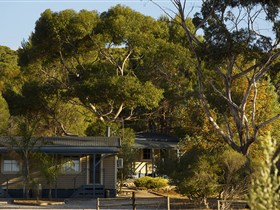 Seppelts View Cabins - Australia Accommodation