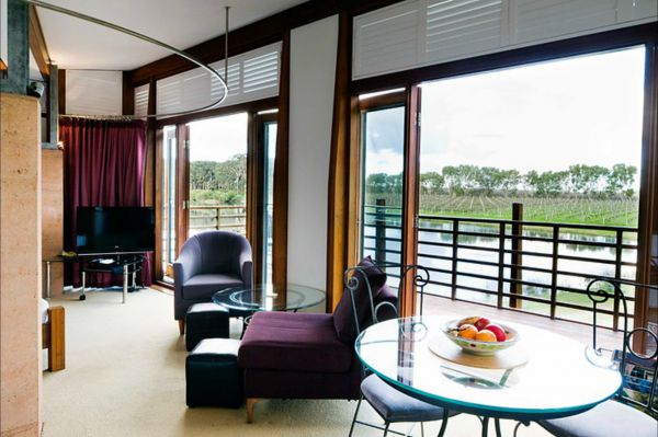 Bettenay's Lakeside Chalets and Luxury Spa Apartment