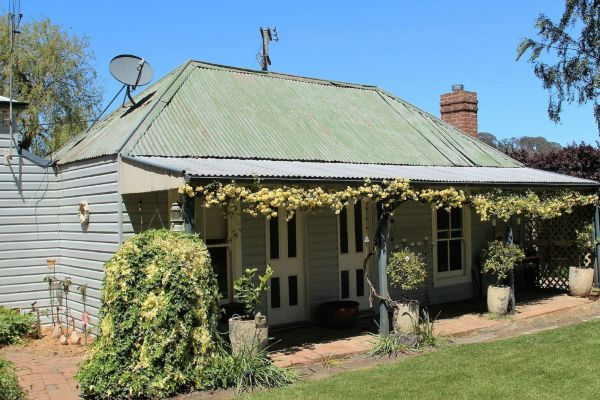 Drayshed Cottage - Australia Accommodation