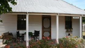 Davidson Cottage on Petticoat Lane - Australia Accommodation