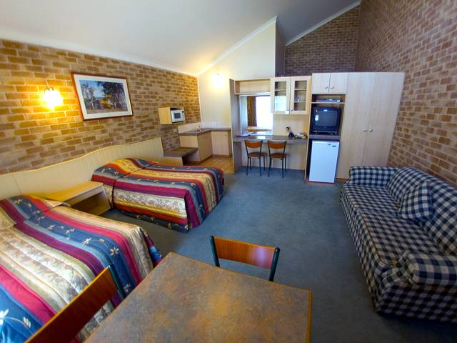 Country Gardens Motor Inn - Australia Accommodation