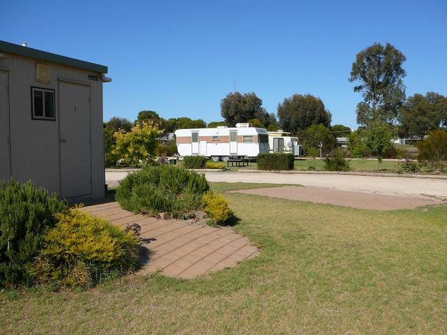 Cummins Community Caravan Park - Australia Accommodation