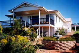 Lovering's Beach Houses - The Whitehouse Emu Bay - Australia Accommodation