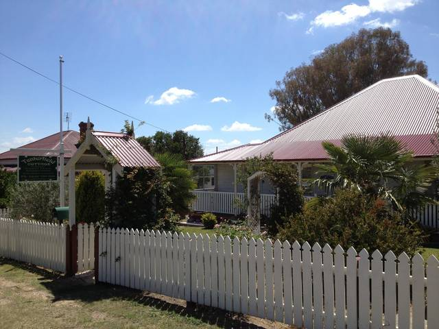 Tenterfield Luxury Historic c1895 Cottage - Australia Accommodation