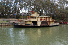 Emmylou Paddle Steamer - Australia Accommodation