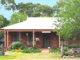 Stacey Studio Gallery  Almond Grove BB - Australia Accommodation