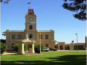 Discovering Historic Kadina Town Walk - Australia Accommodation