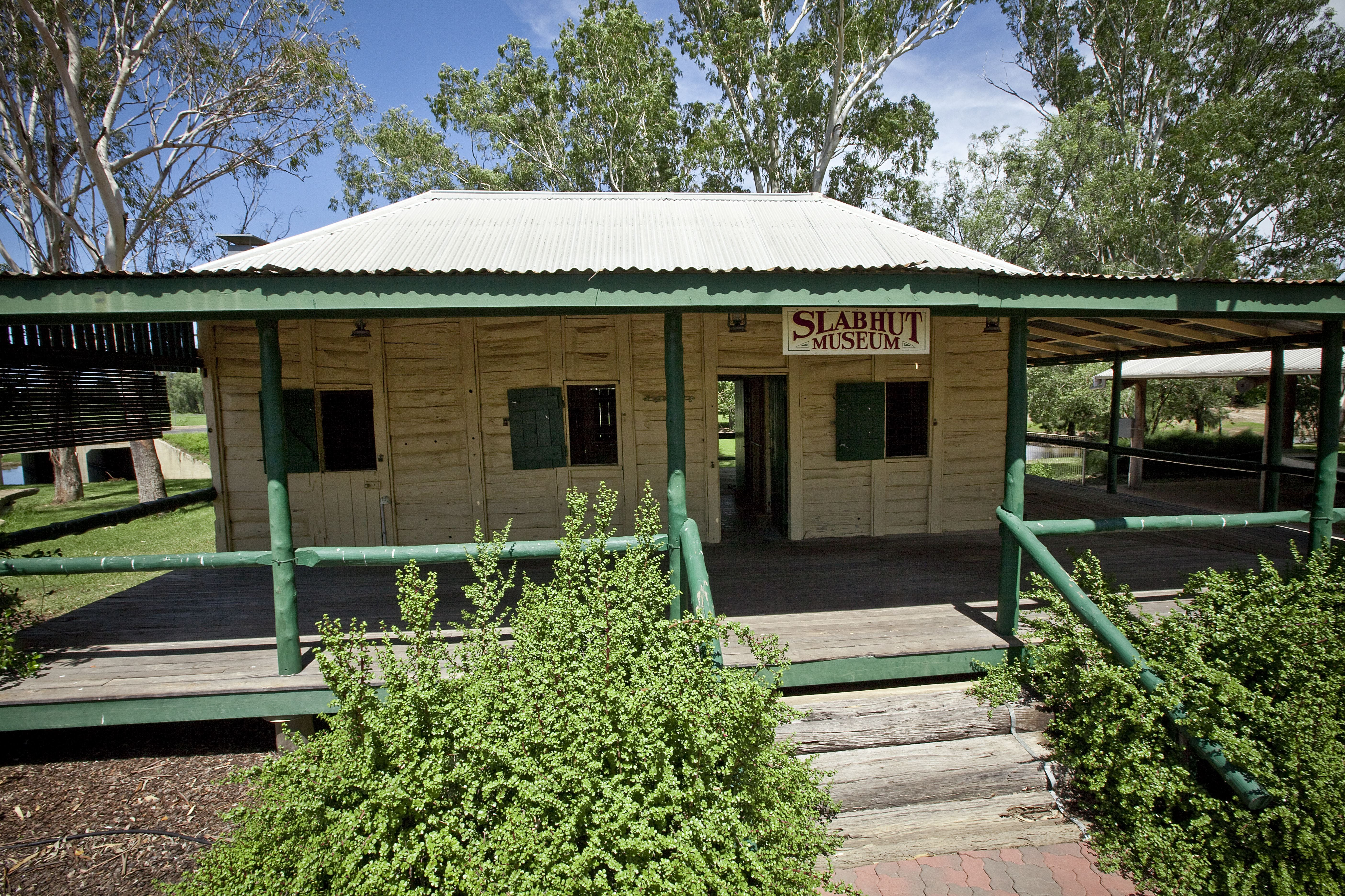 Lenroy Slab Hut - Australia Accommodation