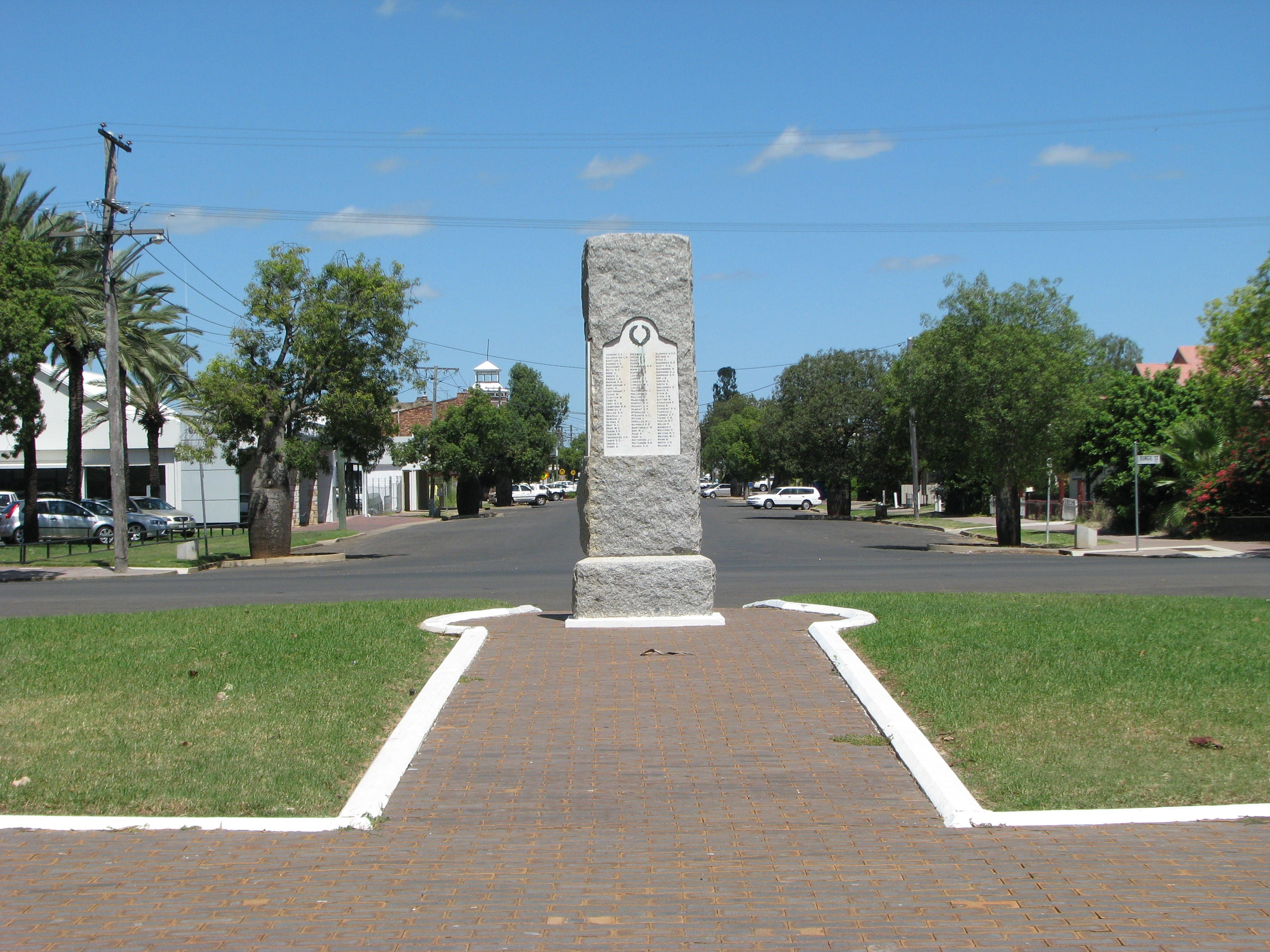 War Memorial and Heroes Avenue Roma - Australia Accommodation