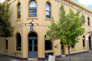 The College Lawn Hotel - Australia Accommodation