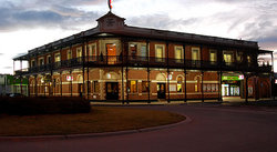 The Grand Terminus Hotel - Australia Accommodation