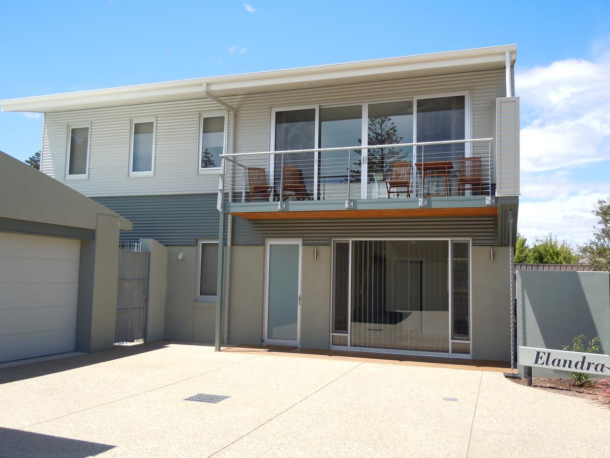Elandra Holiday Home - Australia Accommodation