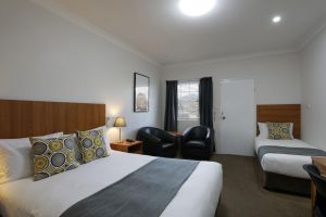 Cadman Motor Inn and Apartments - Australia Accommodation